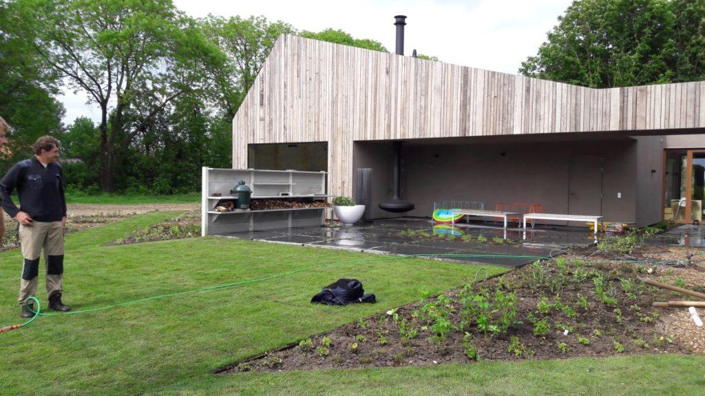 Het aanbrengen van grasmatten in Werkhoven