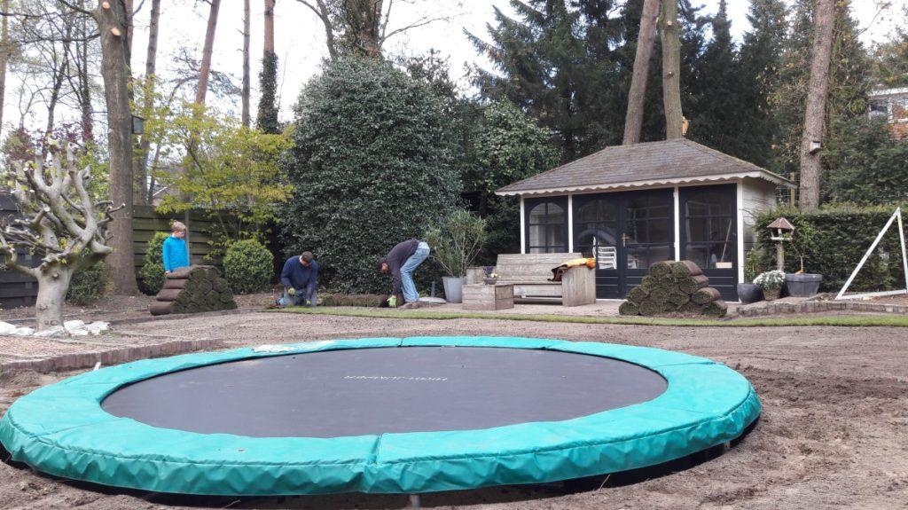 Het resultaat door dat er veel ruimte onder de trampoline is springt deze heel makkelijk en goed.