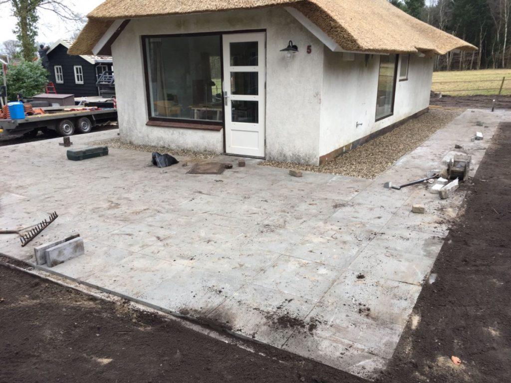 Aanleg terras met 60x60 tegels